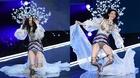 'Thiên thần' của Victoria's Secret ngã 'sấp mặt' trên sàn diễn