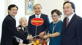 Thủ tướng gặp nhà giáo 100 tuổi