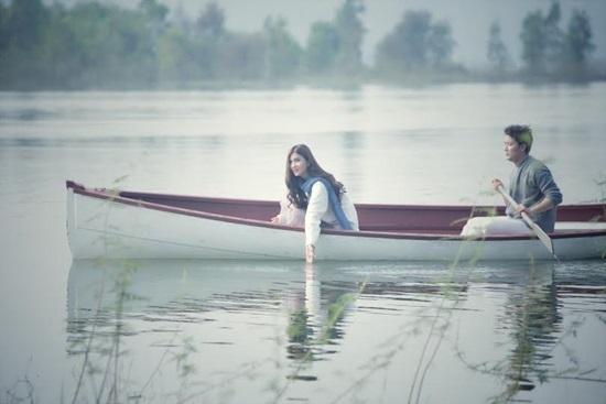 Cảnh nóng trần trụi của Khôi Trần cùng Kim Tuyến trong MV mới