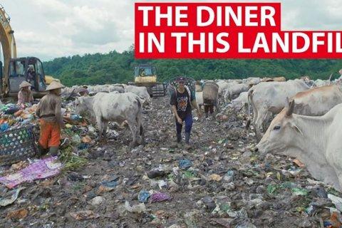 nhà hàng trên bãi rác ở Indonesia