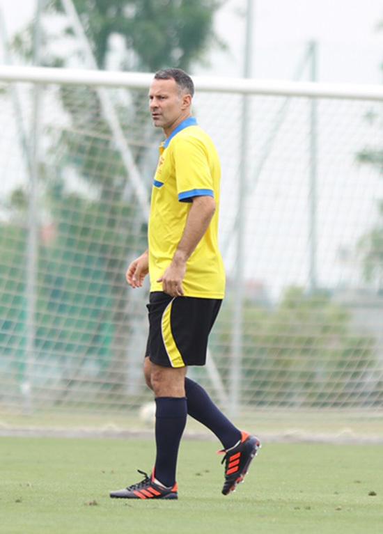 Ryan Giggs khen cầu thủ Việt, Paul Scholes tươi cười đá ma