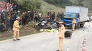 Xế hộp đối đầu xe tải, 4 người chết