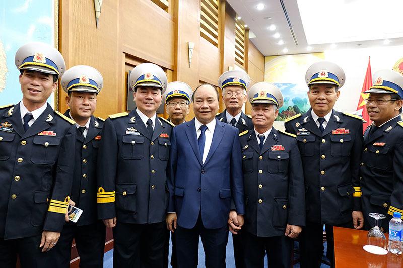 Thủ tướng gặp mặt đoàn đại biểu cựu chiến binh tàu Không số