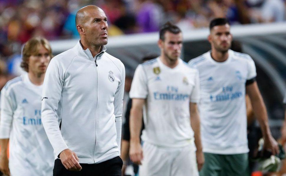 """MU gia hạn Young, Zidane """"đuổi"""" 8 ông kễnh khỏi Real"""