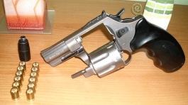 Đình chỉ công an viên để súng cướp cò trong cuộc nhậu