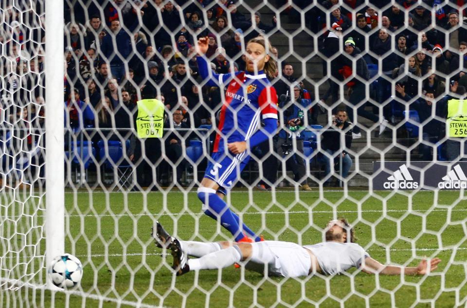 Vùng lên phút chót, Basel đánh gục MU