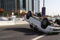 Lý giải nguyên nhân xe ô tô dễ bị lật