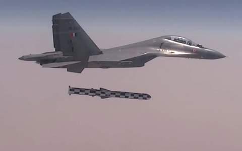 Su-30 phóng tên lửa