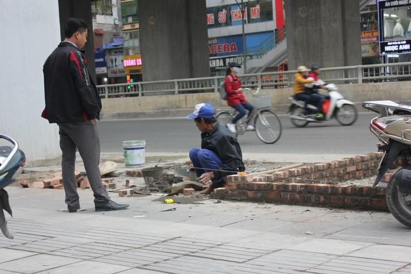 Không ở đâu làm vỉa hè đại trà bằng đá như Hà Nội