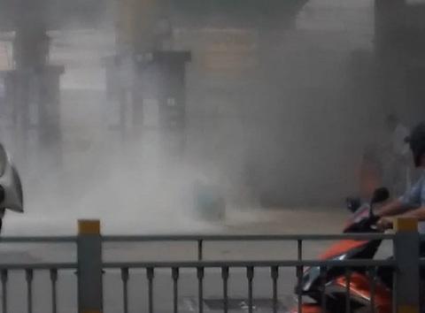 Cửa hàng xăng dầu Sài Gòn phát hỏa, nhiều người tháo cháy