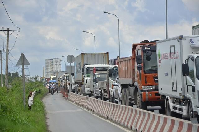 xe tải,tắc đường,vi phạm giao thông