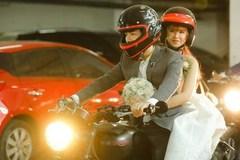 Video: Khởi My cười 'phớ lớ như được mùa' khi Kelvin rước dâu bằng motor khủng trên xa lộ