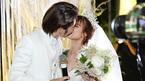 Kelvin Khánh - Khởi My hôn nhau say đắm trong tiệc cưới