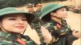 2 cô gái xinh đẹp giao lưu với chiến sỹ đốn tim cư dân mạng