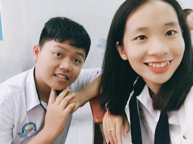 Nam sinh lớp 11 hát 'Từ hôm nay' của Chi Pu tặng sinh nhật cô chủ nhiệm
