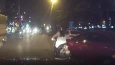 Ô tô chuyển làn không xi-nhan, đốn ngã cô gái đi xe máy