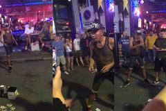Cụ ông diễn ảo thuật đường phố gây sốt mạng xã hội