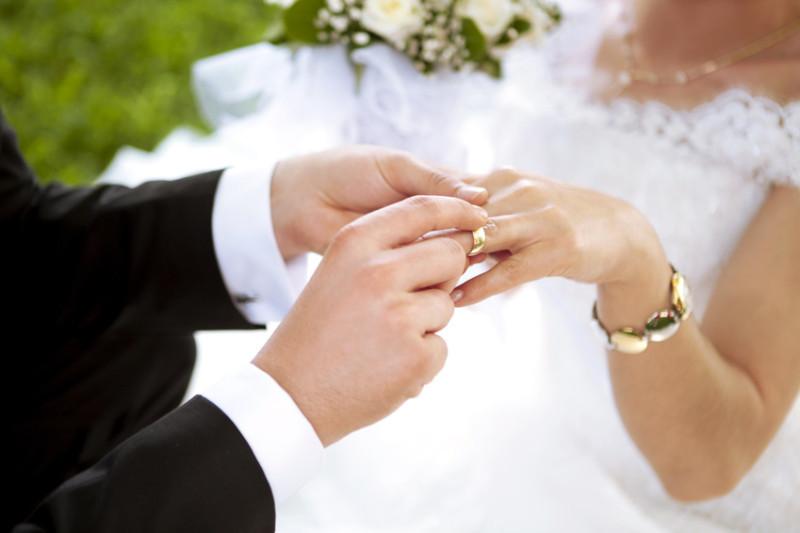 Hoảng hồn khi phát hiện vết sẹo dài trên bụng vợ trong đêm tân hôn