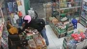 Chủ cửa hàng ngủ gật, trộm thoải mái móc tiền