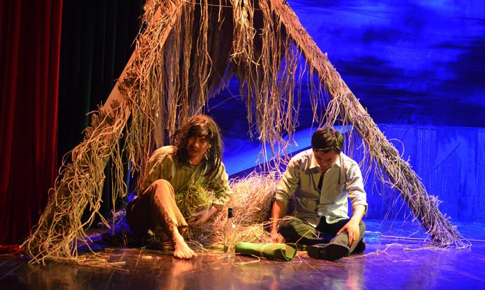 Xuân Bắc 'đánh vợ' như thời trung cổ trên sân khấu