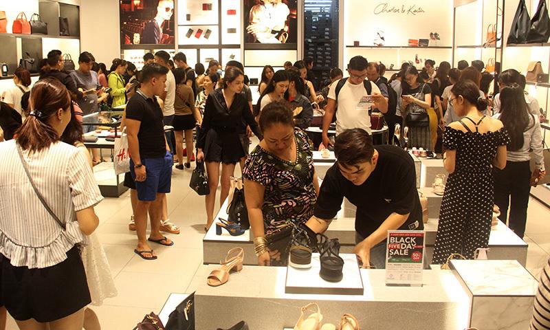Black Friday,mua sắm,Ngày thứ 6 đen tối,Sài Gòn,Black Friday 2017