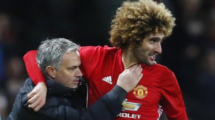 Mourinho bất lực nhìn Fellaini rời MU, Lewandowski giảm lương đến Real