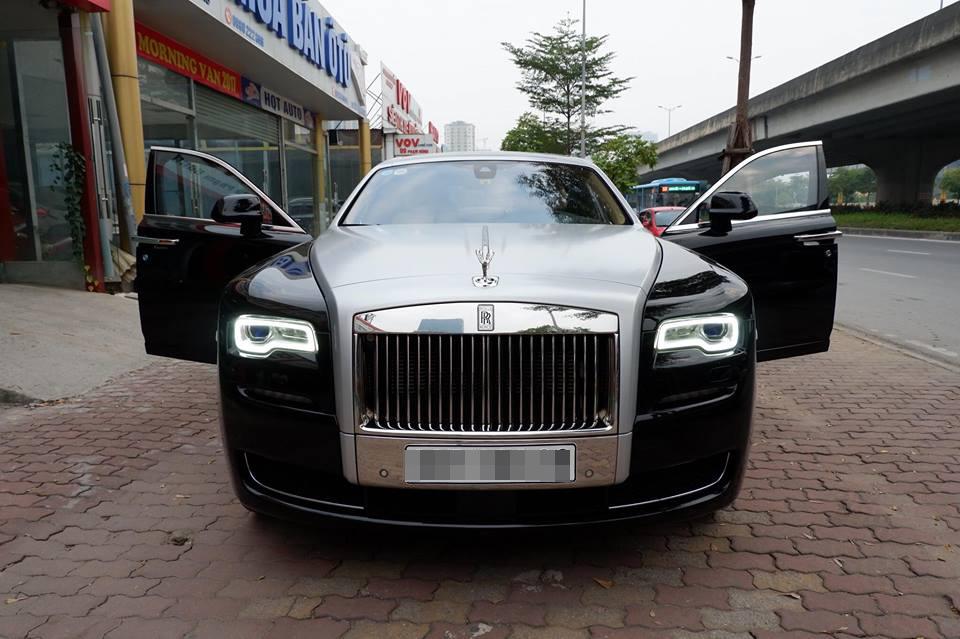 Rolls Royce Ghost 30 tỷ rao bán trên vỉa hè Hà Nội