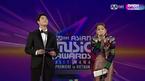 Khán giả phản đối, Chi Pu vẫn hát live bất chấp