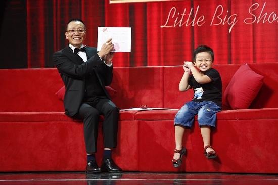 'Siêu nhân piano' 8 tuổi bịt mắt đánh đàn làm Lại Văn Sâm kinh ngạc