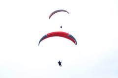 Thiếu nữ bay dù dưới thời tiết 13 độ ở Hà Nội