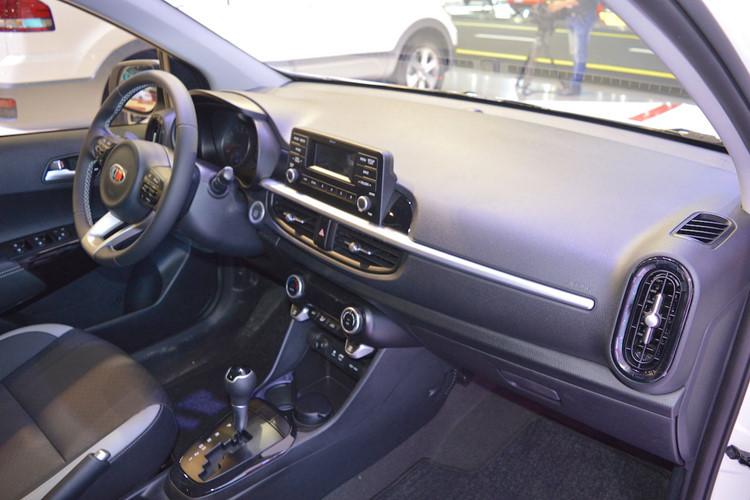 Kia Morning mới tinh giá 240 triệu: Xe nhỏ giá rẻ vô địch