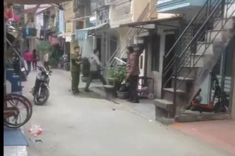 video ngáo đá tấn công công an