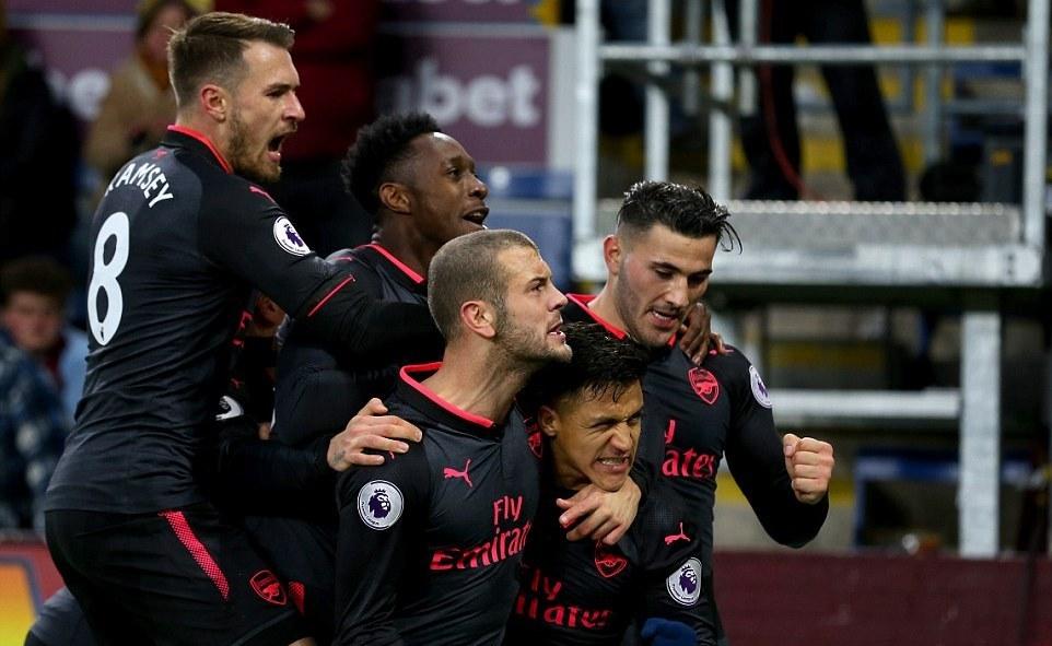 Sanchez ghi bàn phút 90+2, Arsenal chen chân vào top 4