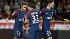"""Neymar """"ăn"""" phạt đền, PSG cô đơn trên đỉnh bảng"""