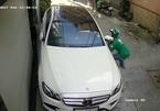 Tài xế xe ôm mặc áo Grab ăn trộm gương ô tô trong nháy mắt