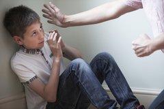 Phạt thật nặng với hành vi bạo hành trẻ em