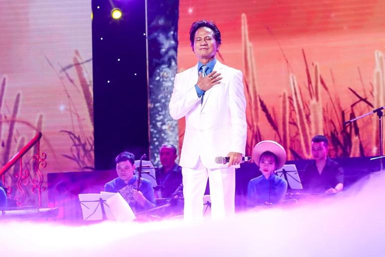 Chế Linh lần đầu đứng chung sân khấu với Ngọc Sơn