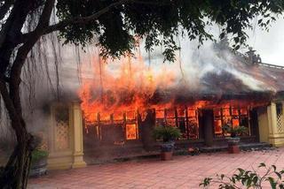 Đình làng hơn 300 tuổi ở Thái Bình bị thiêu rụi
