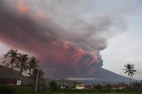 Núi lửa Agung phun trào