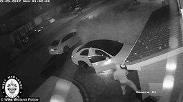 Video kẻ trộm mở khóa xe sang chỉ trong tích tắc