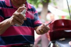 Rùng mình trước tục 'cạo mắt' của người Trung Quốc