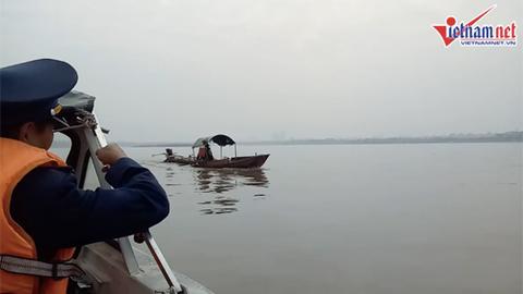 Trục vớt bom dưới chân cầu Long Biên