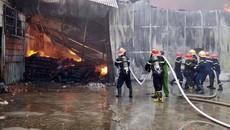 Cháy ngùn ngụt xưởng may ở Thái Nguyên