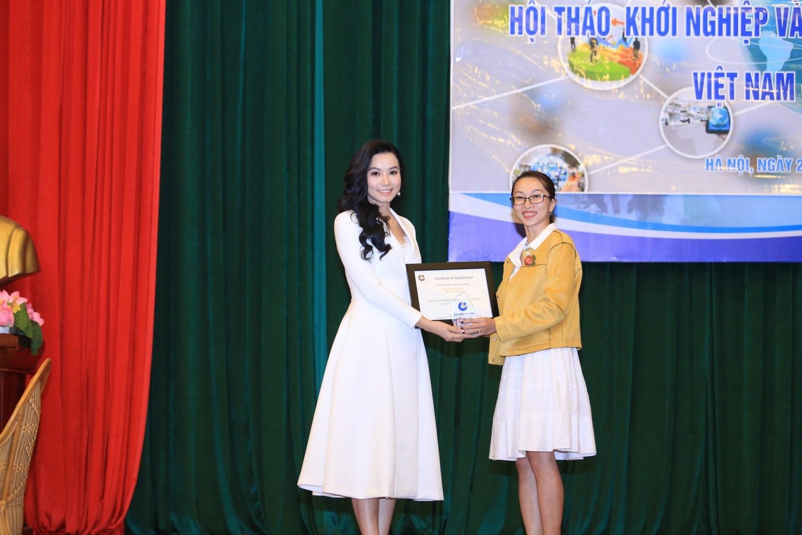 Lương Giang diện đầm trắng tinh khôi tại sự kiện