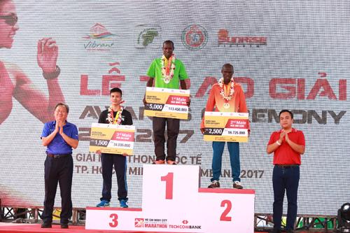 Giải marathon quốc tế trao 500 triệu cho 2 quỹ từ thiện