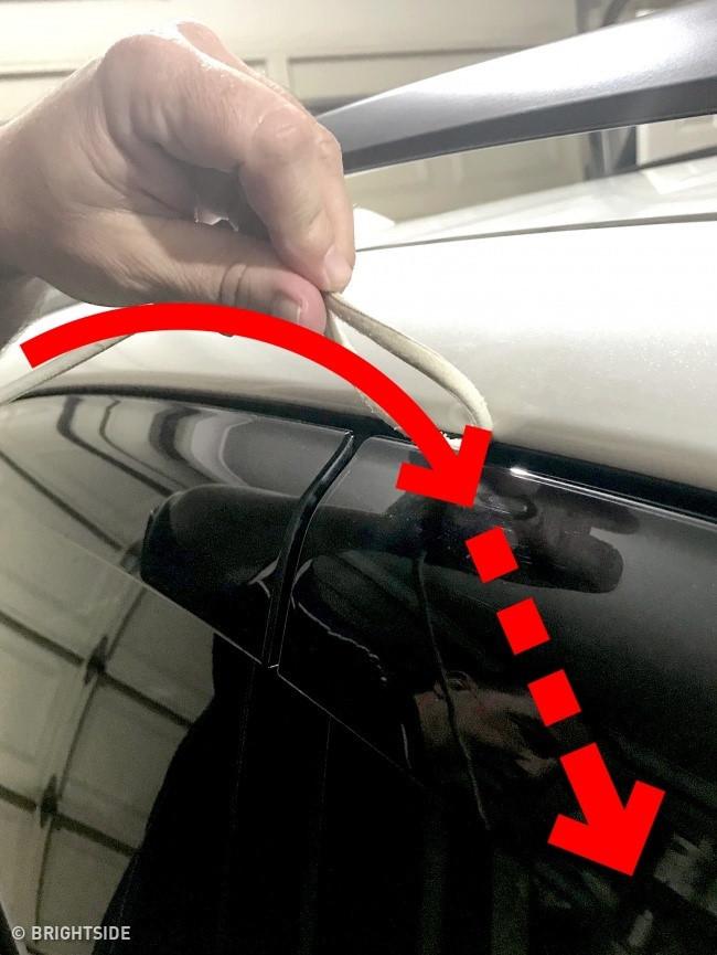 Mẹo hay giúp mở cửa xe ô tô khi bỏ quên chìa khóa