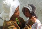 Cô gái 17 tuổi ngày ngày ngồi trên xe đạp mẹ chở khắp Sài Gòn