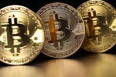 Kỷ lục khó tin: Bitcoin lên đỉnh 10.000 USD