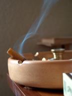 Mẹo khử mùi thuốc lá trên quần áo