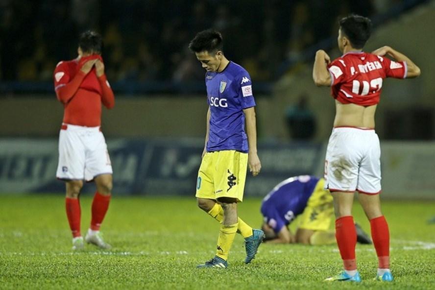 V-League hạ màn, Văn Quyết nhận tin không vui
